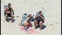 米州知事、自ら閉鎖したビーチに家族と 会見では「陽に当たってない」