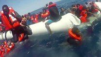 """منظمة """"سي ووتش"""" ترصد عملية انقاذ مهاجرين وسط البحر"""
