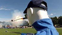 花火は安全に楽しんで 米政府の激しい安全対策ビデオ