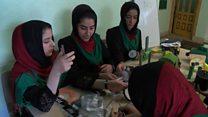 عدم صدور ویزا برای دختران افغان سازنده روبات