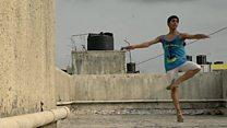 El joven que empezó a bailar en un barrio pobre de Bombay y entró a una de las compañias de danza más prestigiosas del mundo