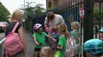 Galw am 10 ysgol Cymraeg i Gaerdydd