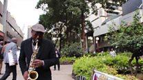 Muziki wake ni kama dawa kwa wapita njia Nairobi