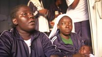 مهاجرة نايجيرية: يأتون في الليل ويختارون نساء يأخذونهن لممارسة الجنس معهن
