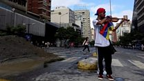 Venezuelan violinist protests against government