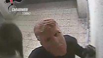 """""""ترامب"""" يسرق الصراف الآلي في ميلانو"""
