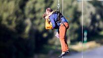 Almanya'da teleferik kazası: Onlarca kişi havada asılı kaldı
