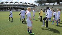En Tanzanie, le football au secours des albinos