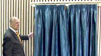 """Принц Филипп - """"самый опытный в мире открыватель досок"""" - ушел на пенсию"""