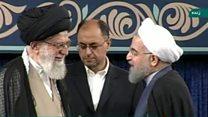در مراسم تنفیذ حسن روحانی؛ رهبر ایران وضعیت کسب و کار را مهمترین مشکل مردم خواند
