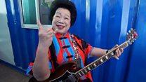 Познакомьтесь с бабушкой из Сингапура, которая играет настоящий рок