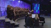 Côr Ieuenctid dan 25 oed a thros 20 mewn nifer (32) / Youth Choir under 25 yrs and with over 20 members (32)