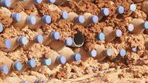 أنا الشاهد: قارورات بلاستيكية لبناء بيوت في الصحراء الجزائرية