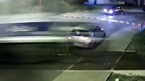 У Польщі авто дивом прослизнуло перед поїздом