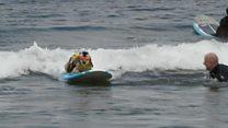 Califórnia sedia mundial de surfe - de cachorros