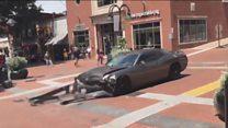 ABD'de bir araç ırkçılık karşıtı göstericilerin arasına daldı