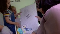 Діти у коробках: як у Шотландії підтримують молодих батьків