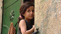 مساحة ضيقة وبحر ملوث وانقطاع للكهرباء تزيد معاناة سكان غزة