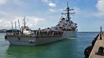 Американский эсминец снова столкнулся с торговым судном