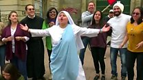 راهبة تغني الراب تخصص أغنية لزيارة البابا إلى كولومبيا