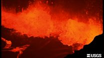 ลาวาพวยพุ่งจากภูเขาไฟในฮาวาย