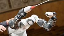 Robot conductor makes opera debut