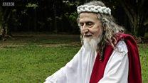Não é só brasileiro Inri Cristo: fotógrafo registra homens que acreditam ser Jesus