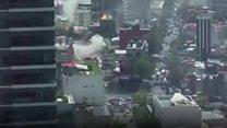 街のあちこちで立ち上がる粉じん メキシコ地震の瞬間