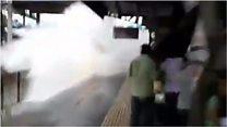 """В Индии поезд """"искупал"""" пассажиров"""