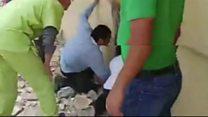 لحظة إنقاذ أطفال من بين ركام مدرسة في المكسيك