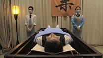 英国导演为何记录中国殡仪师生活?