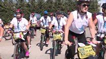 نساء على الدراجات يجبن مناطق لبنان للتوعية حول السلام