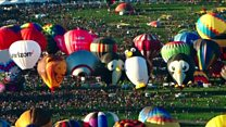 Thousands gather for US balloon spectacle