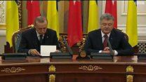 النعاس يغلب الرئيس التركي خلال مؤتمر صحفي