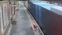 Товарний потяг зачепив дитячий візок
