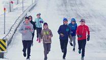 """طلاب يسافرون عبور الثلوج للوصول إلى """"أفضل مدرسة في العالم"""""""