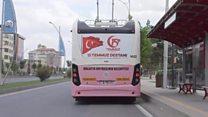 الحافلة الوردية في تركيا لحماية النساء من المتحرشين