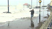 """العاصفة """"براين"""" تضرب سواحل بريطانيا"""