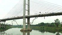 245 شخصا يقفزون من جسر لتحقيق رقما قياسيا