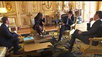 O momento em que o cachorro de Emmanuel Macron faz xixi em reunião oficial