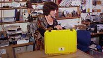 حقيبة صفراء قد تكون سببا في انقاذ حياة المرضى في نيبال
