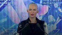 """الروبوت """"صوفيا"""" تحصل على الجنسية السعودية"""