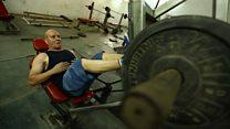 مصري عمره 78 عاما يتحدى الشباب في اللياقة البدنية