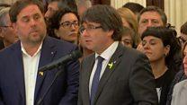 """El presidente de Cataluña, Carles Puigdemont llama a mantenerse """"en el terreno de la paz, del civismo y de la dignidad"""""""