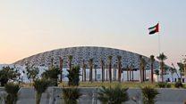 Le musée du Louvre scintille dans le désert d'Abu Dhabi