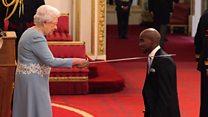 Britanyalı atlet Mo Farah şövalyelik nişanı aldı