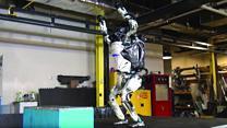 Человекоподобный робот Атлас первым научился делать сальто