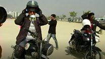 #BBCGujaratOnWheels: ਮੋਟਰ ਸਾਈਕਲ ਸਵਾਰ ਕੁੜੀਆਂ ਗੁਜਰਾਤ 'ਚ ਪੁੱਛਣਗੀਆਂ ਸਵਾਲ