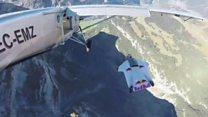 На льоту у літак: неймовірний трюк над Альпами