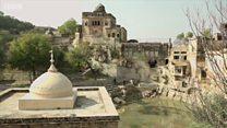 पाकिस्तानातल्या शिव मंदिराच्या तलावाला पडली कोरड